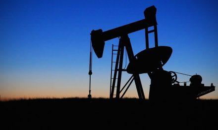 Cala il prezzo del petrolio: bollette più leggere. Da aprile -4% su gas e -1,1% su elettricità